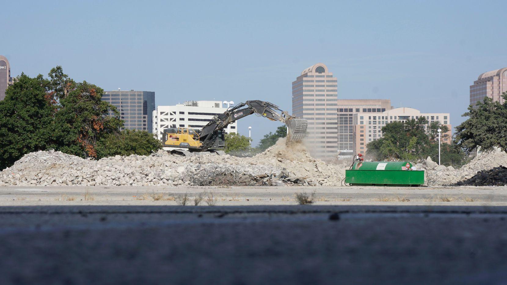 Los restos del Valley View Mall están ya siendo retirados tras su demolición.