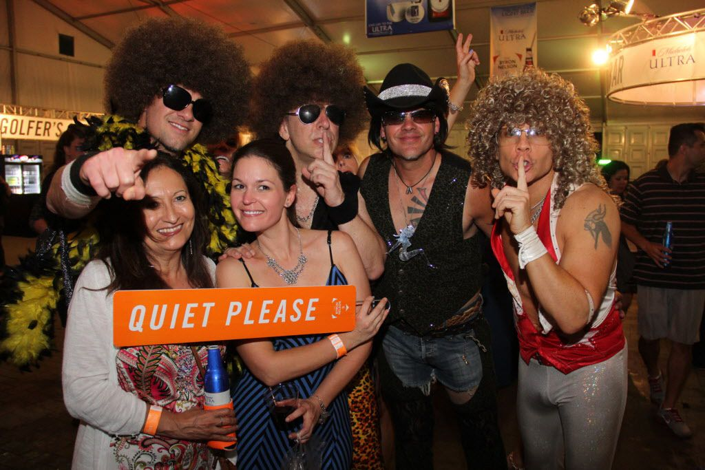 Le Freak posed for pics with fans after the show.