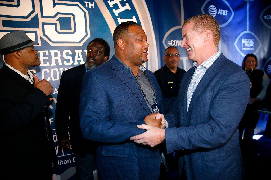Former Dallas Cowboys football player Roger Sergeant shake hands with Jason Garrett on the Blue Carpet. (Tom Fox/The Dallas Morning News)