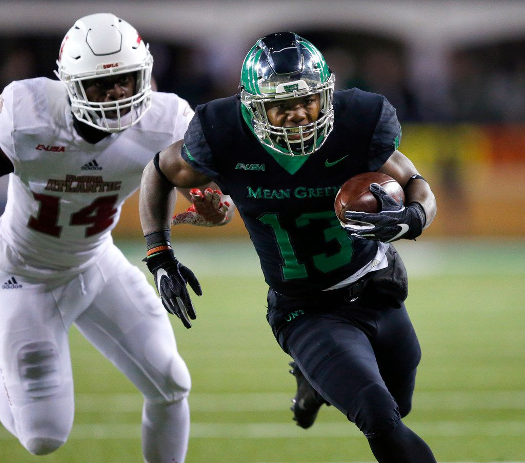North Texas Mean Green running back DeAndre Torrey (13) races around the ned past Florida Atlantic Owls linebacker Andrew Soroh (14) for a first quarter touchdown at Apogee Stadium in Denton, Texas, Thursday, November 15, 2018. (Tom Fox/The Dallas Morning News)