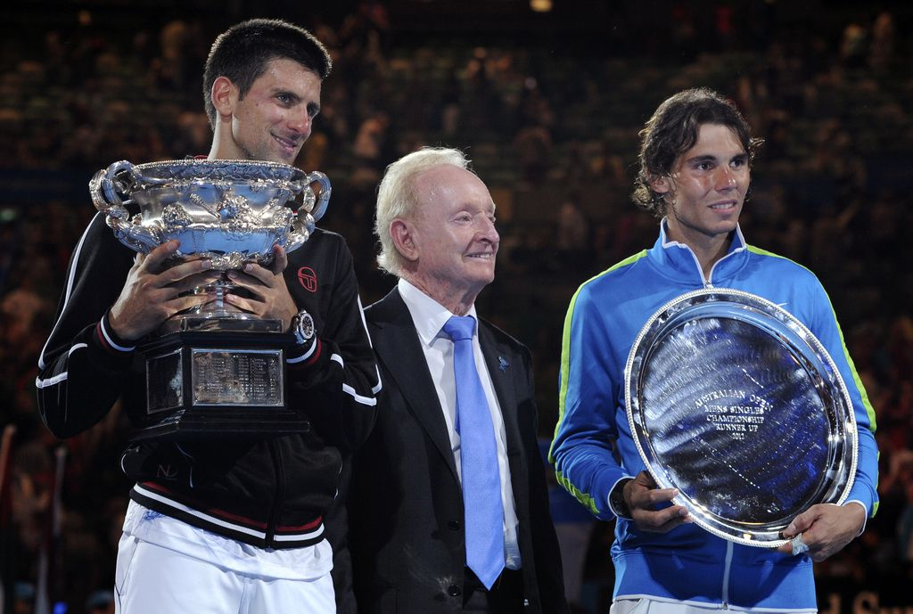 Novak Djokovic y Rafael Nadal se enfrentan en la final del Australian Open de tenis el domingo. (AP Photo/Andrew Brownbill)