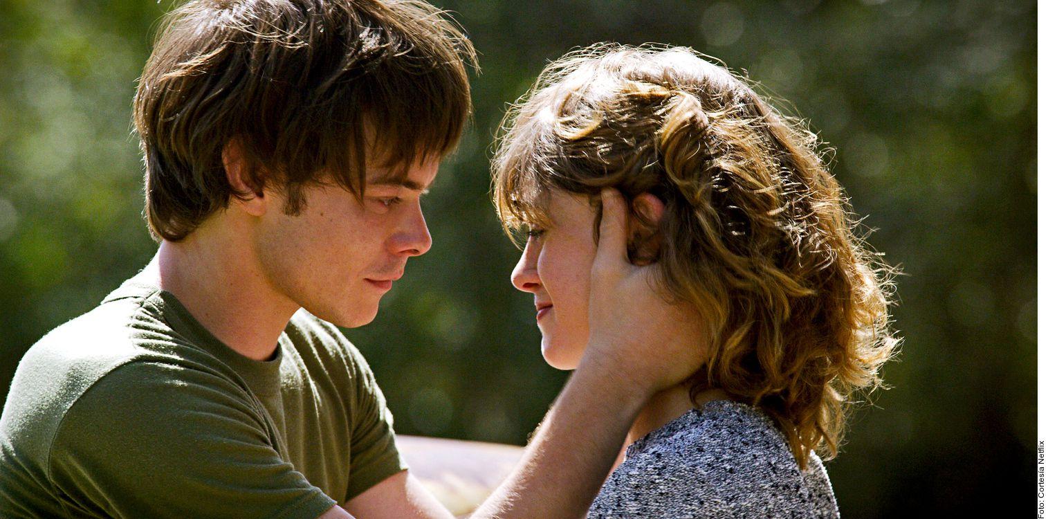 El romance de Natalia Dyer y Charlie Heaton surgió precisamente en su lugar de trabajo: la serie Stranger Things, donde sus personajes, Nancy y Jonathan, son novios.