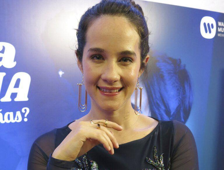 """En esta fotografía del 1 de marzo de 2019 Ximena Sariñana posa para un retato durante la promoción de su álbum """"¿Donde bailarán las niñas?"""" en la Ciudad de Mexico. (Foto AP/Berenice Bautista)"""