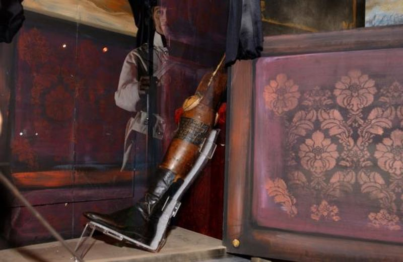 In 1847, during the war between the U.S. and Mexico, Santa Anna was forced to flee quickly, leaving behind a bag of gold and his prosthetic leg. Illinois State Military Museum.
