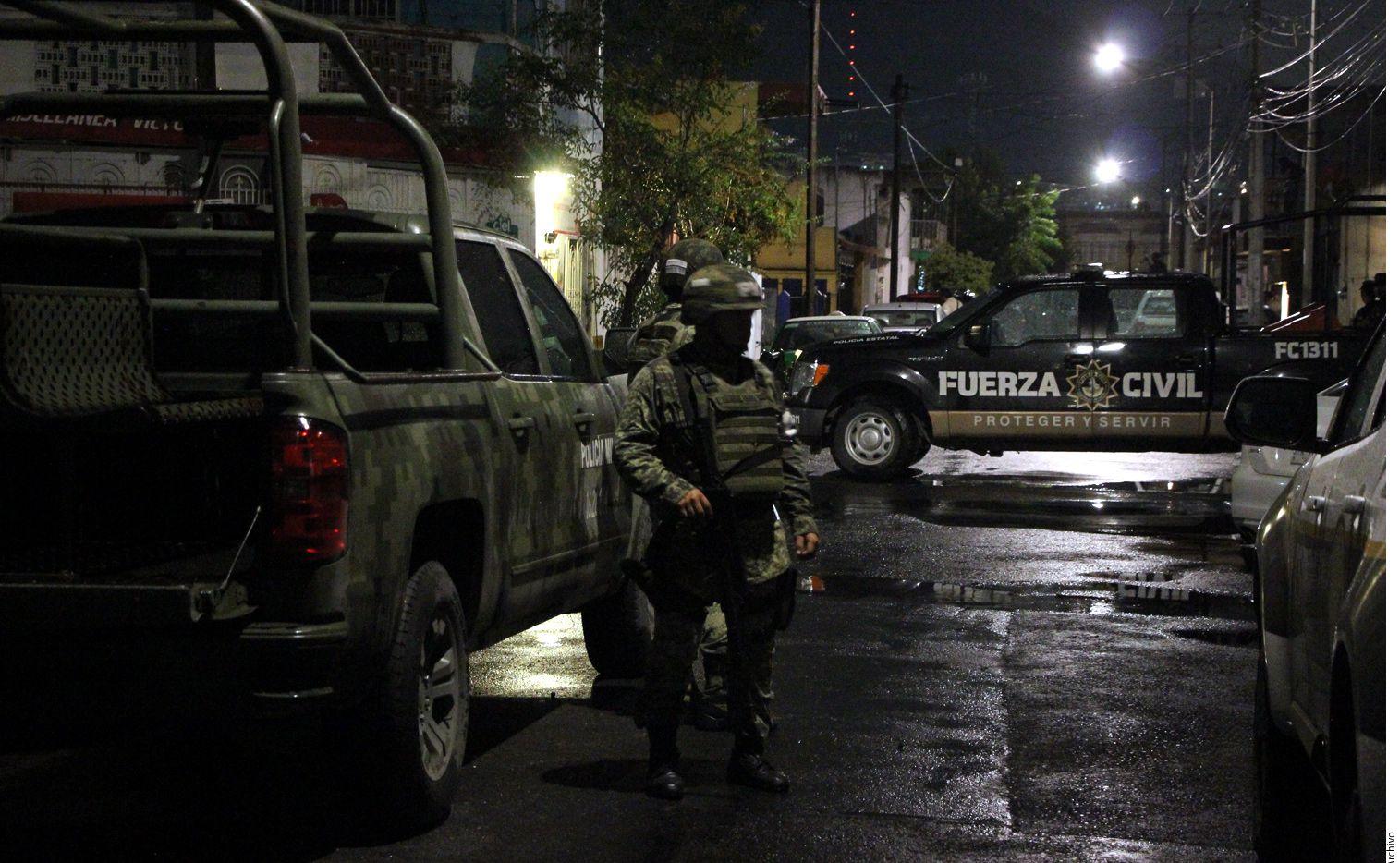 La madrugada del 21 de abril de 2010, Los Zetas bloquearon varias avenidas de Monterrey y rodearon el hotel en el que se hospedaban los agentes, narra el reportaje./ AGENCIA REFORMA