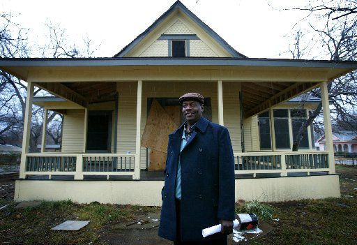 In 2004, the house's then-owner Elijah Lewis had hoped to move his historic house from 2426 Pine St. to East Dallas. Then-council member Leo Chaney and preservationists objected, despite the approval of the Texas Historical Commission.