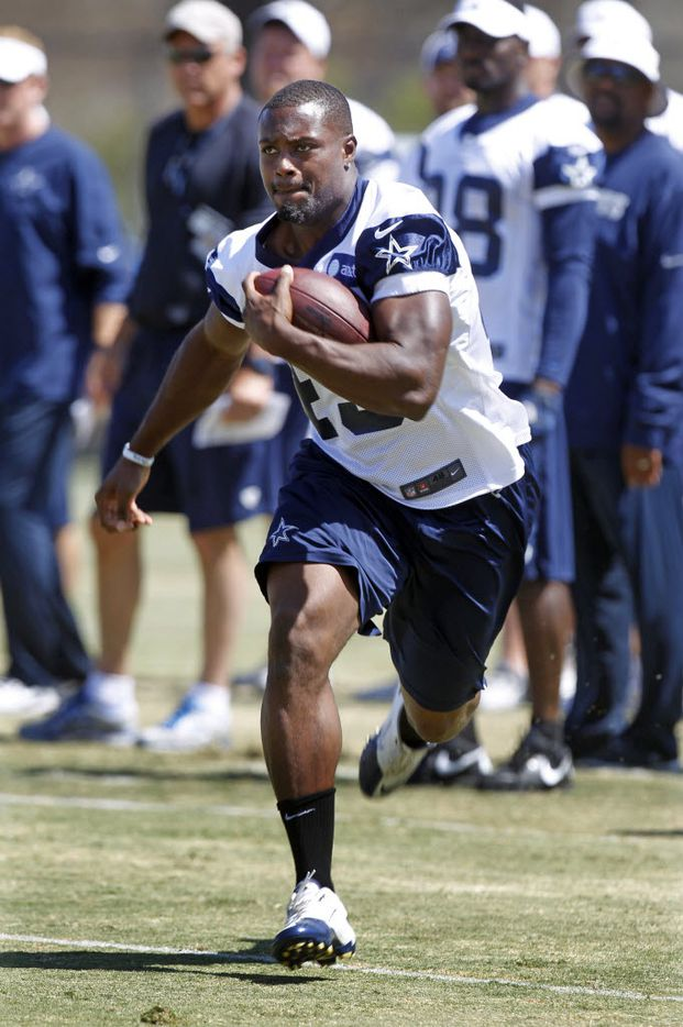 Dallas Cowboys running back Jamize Olawale (49) runs during their  walk thru practice at training camp in Oxnard, CA, on Sunday, August 5, 2012.  (Michael Ainsworth/ The Dallas Morning News)