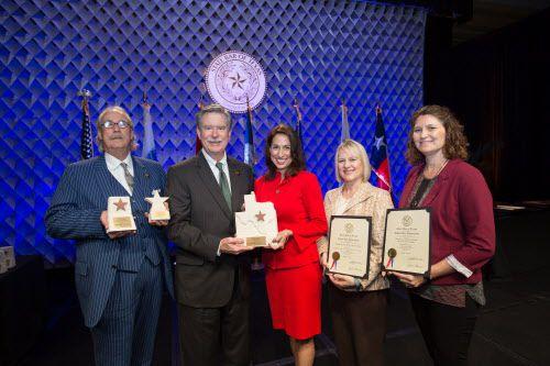 La Barra de Abogados de Dallas y decenas de miembros fueron honorados por la barra de abogados de Texas en agosto del 2017. (Cortesía DBA)
