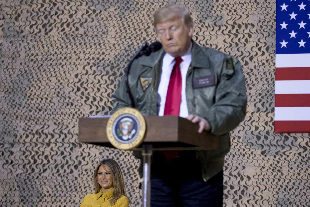 """""""Nos veremos forzados a cerrar la Frontera Sur por completo"""" a menos que se llegue a un acuerdo de financiamiento con los """"Demócratas Obstruccionistas"""", tuiteó Trump la mañana del viernes. (AP Photo/Andrew Harnik)"""