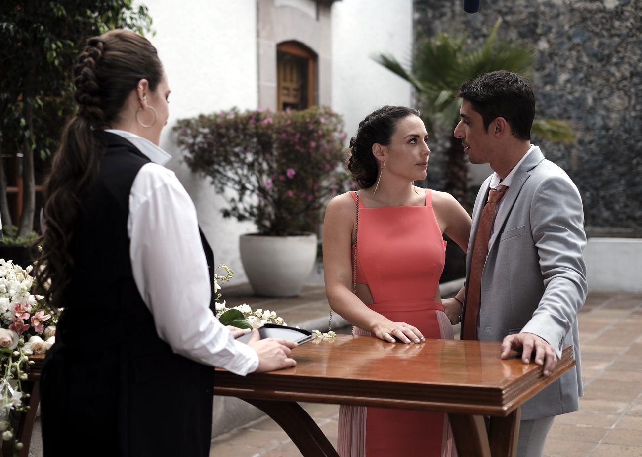 La trama gira en torno a Sebastián y Valeria, quienes a pesar de llevar tres años juntos, deciden dar el siguiente paso cuando descubren que un bebé viene en camino, pero su amor será puesto a prueba por la nueva trainee de él, empeñada en seducirlo. (AGENCIA REFORMA)