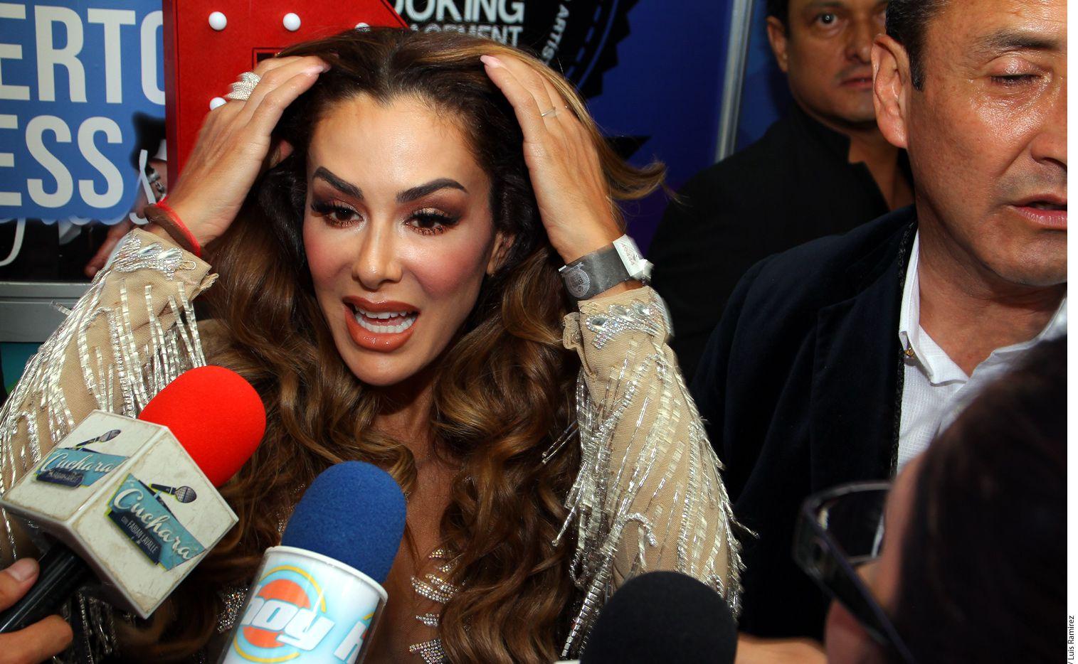 Los abogados de Ninel Conde (izq.) le informaron el viernes a la cantante que se habían encontrado rastros de cocaína en los estudios que se realizó después de que su ex pareja, Giovanni Medina la acusara de drogadicta, algo que ella dice imposible, pues jamás ha utilizado drogas./ AGENCIA REFORMA