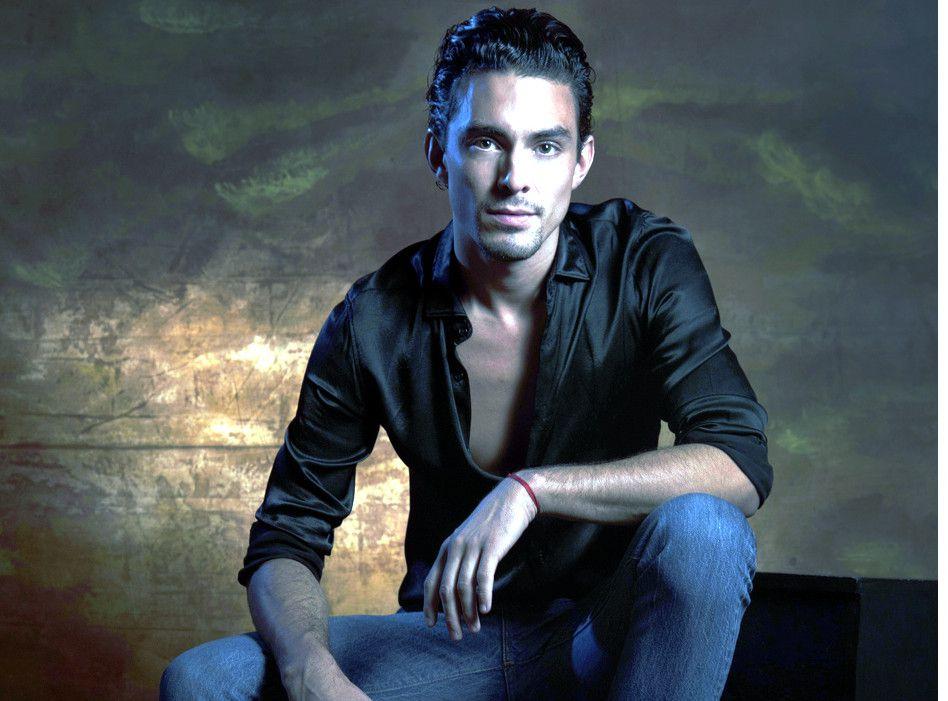 """Vicente Tamayo (foto) es el actor que da vida a Bobby en """"Luis Miguel, la Serie""""."""