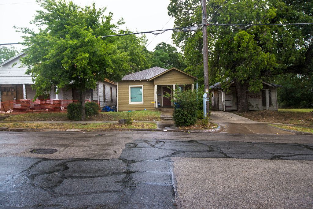 From left, a vacant house that had a fire, a remodeled house and a vacant house in the neighborhood where architect Jay Taylor is building homes in Dallas on Aug. 10, 2018. Taylor said the three homes are a good representation of the neighborhood's current state. (Carly Geraci/The Dallas Morning News)