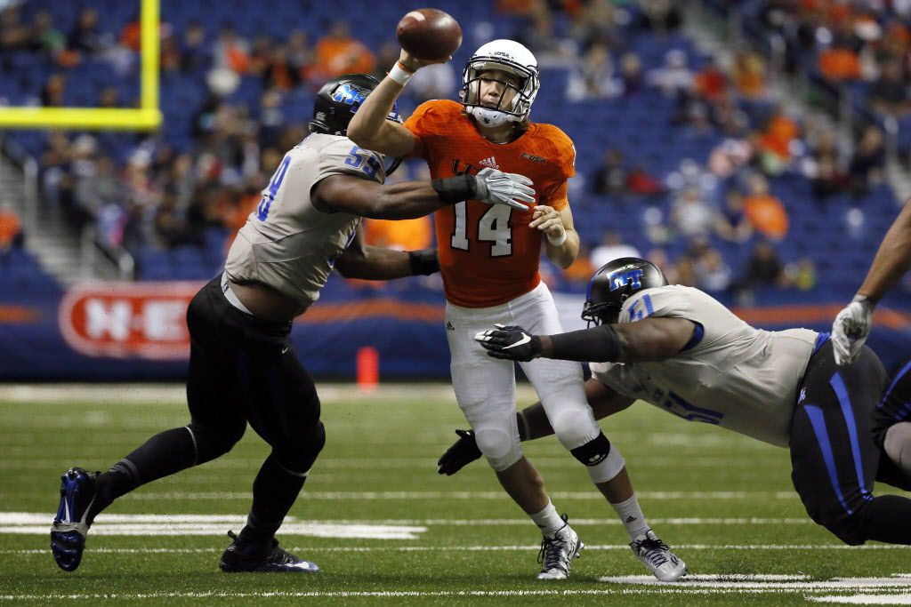 Nov 28, 2015; San Antonio, TX, USA; UTSA Roadrunners quarterback Dalton Sturm (14) throws under pressure from Middle Tennessee Blue Raiders defensive end Chris Hale (59) and defensive tackle Shaquille Huff (51) during the second half at Alamodome. The Blue Raiders won 42-7. Mandatory Credit: Soobum Im-USA TODAY Sports