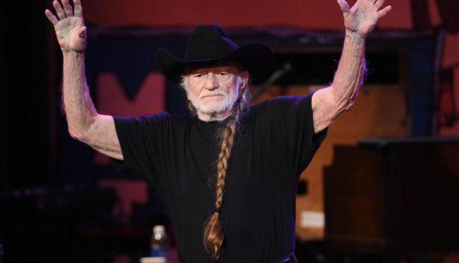 "Willie Nelson promueve el uso de la marihuana recreativa. Ahora tendrá su propia marca ""Willie's Reserve"". (AP/CHRIS PIZZELLO)"