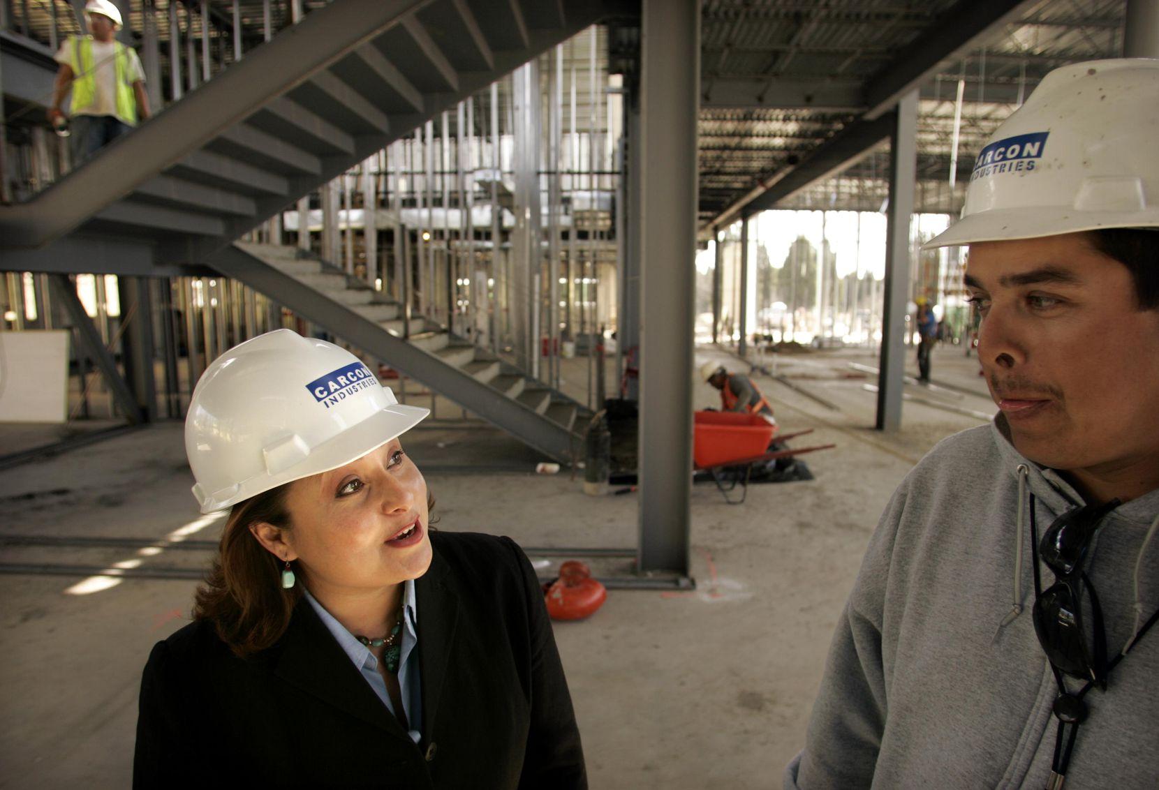 Arcilia Acosta se ha destacado en el campo de la construcción a través de Carcon Industries. DMN