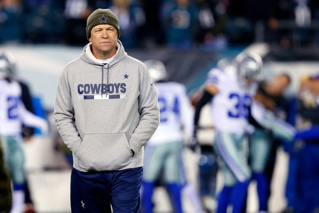 FILE - Cowboys offensive coordinator Scott Linehan watches the offense warm up before a game against the Eagles at Lincoln Financial Field in Philadelphia on Sunday, Nov. 11, 2018. (Tom Fox/The Dallas Morning News)