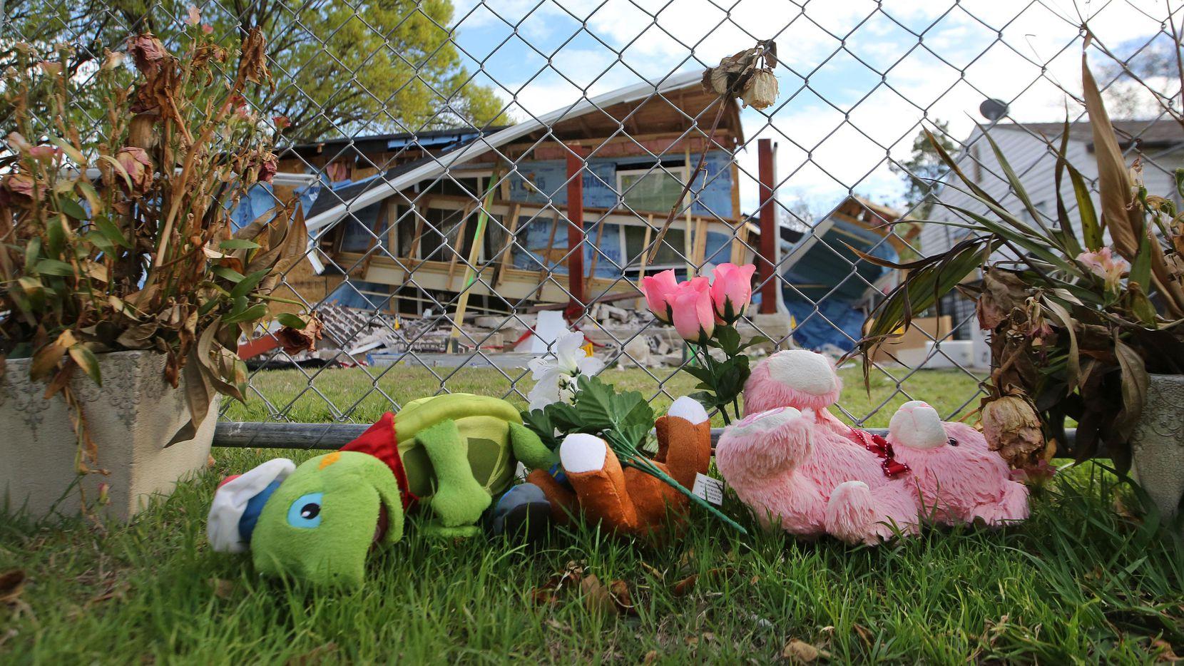 """La muerte de la niña Linda """"Michellita"""" Rogers en febrero conmovió al vecindario en el noroeste de Dallas. Días más tarde, Atmos cortó el servicio a cientos de familias para reparar las tuberías. (DMN/LOUIS DeLUCA)"""