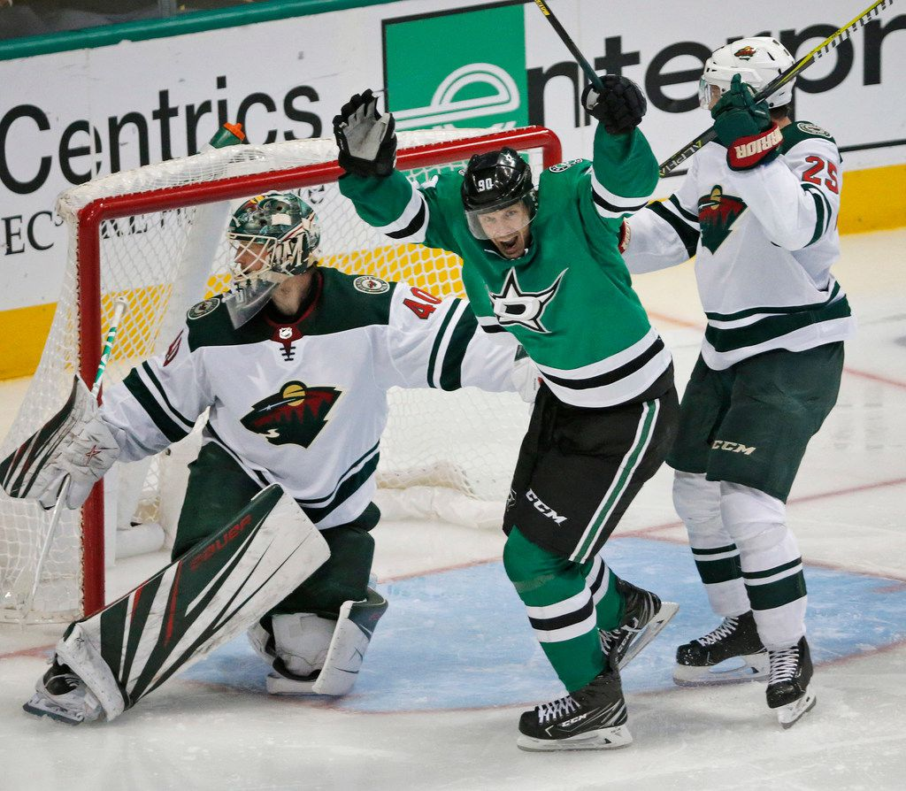 Dallas Stars center Jason Spezza (90) celebrates scoring the Stars' goal in the third period during the Minnesota Wild vs. the Dallas Stars NHL hockey game at the American Airlines Center in Dallas on Friday, October 19, 2018. (Louis DeLuca/The Dallas Morning News)