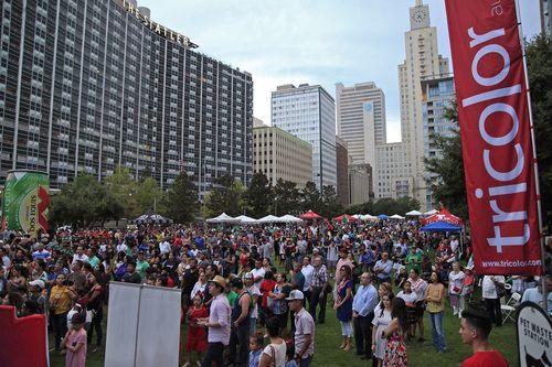 Ciento de personas llegaron hasta Main St. Park para celebra las Fiestas Patrias STEWART HOUSE/DMN