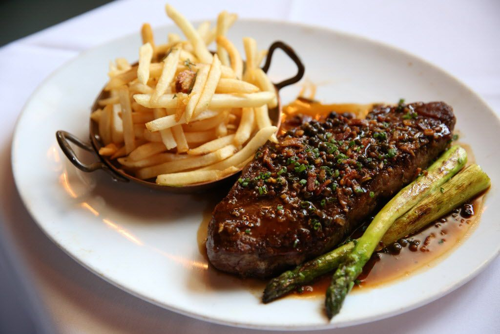 Steak au poivre comes with frites