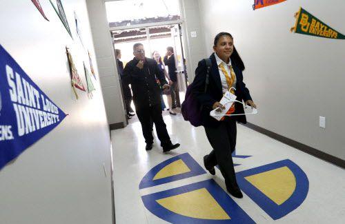 La preparatoria Cristo Rey en Pleasant Grove tiene programas para que sus estudiantes de bajos recursos encuentren empleo una vez graduados | DMN