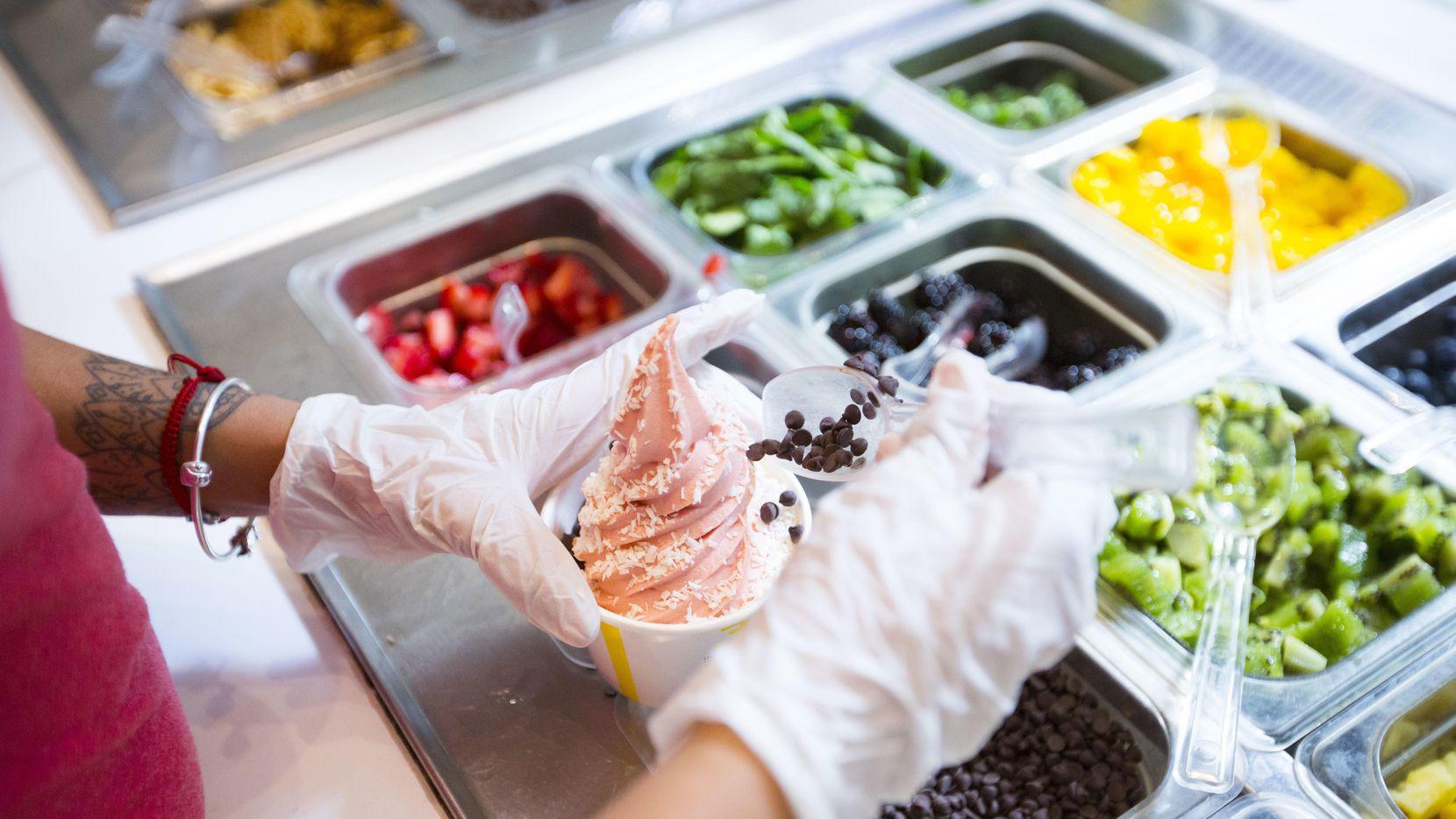 Una porción de nieve sabor fresa elaborada con ingredientes vegetales en Chloe's Soft Serve Fruit Co. de Nueva York.(AP)