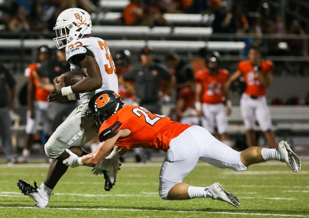 Rockwall defensive back Tyler Ashworth (22) attempts to make a tackle against Arlington Bowie last season. He will be moving to free safety this season to replace Anfernee Orji. (Ryan Michalesko/The Dallas Morning News)