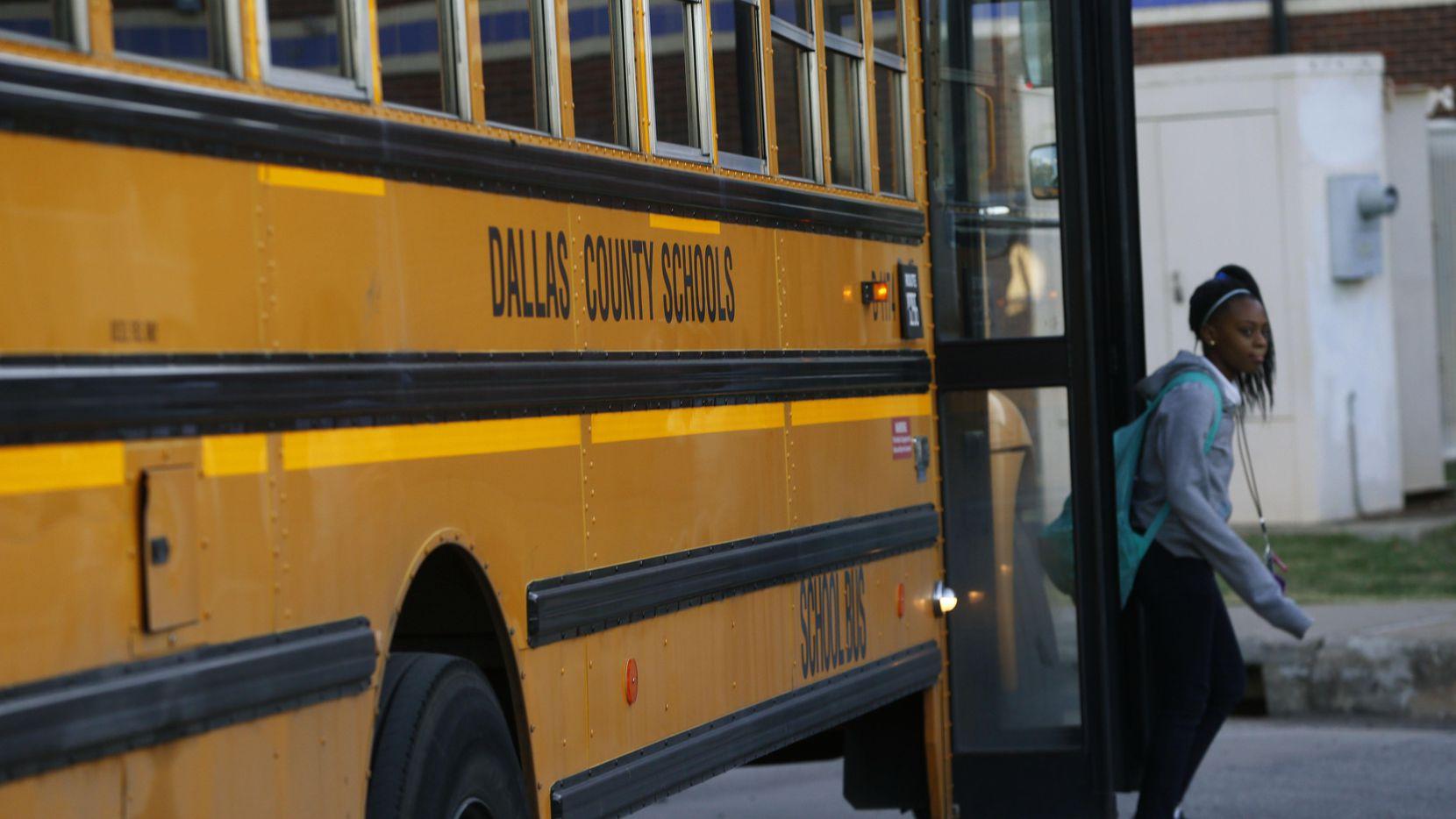 Dallas County Schools podría desaparecer si un recibe un voto en contra en un referendo que busca eliminar la agencia de transporte escolar. DMN