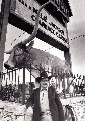 Dewey Groom stands in front of his famous Longhorn Ballroom in 1986