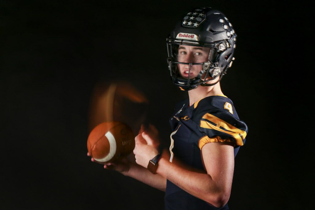 Highland Park quarterback Chandler Morris poses for a photograph Monday, Jan. 7, 2019 in The Dallas Morning News photo studio. (Ryan Michalesko/The Dallas Morning News)