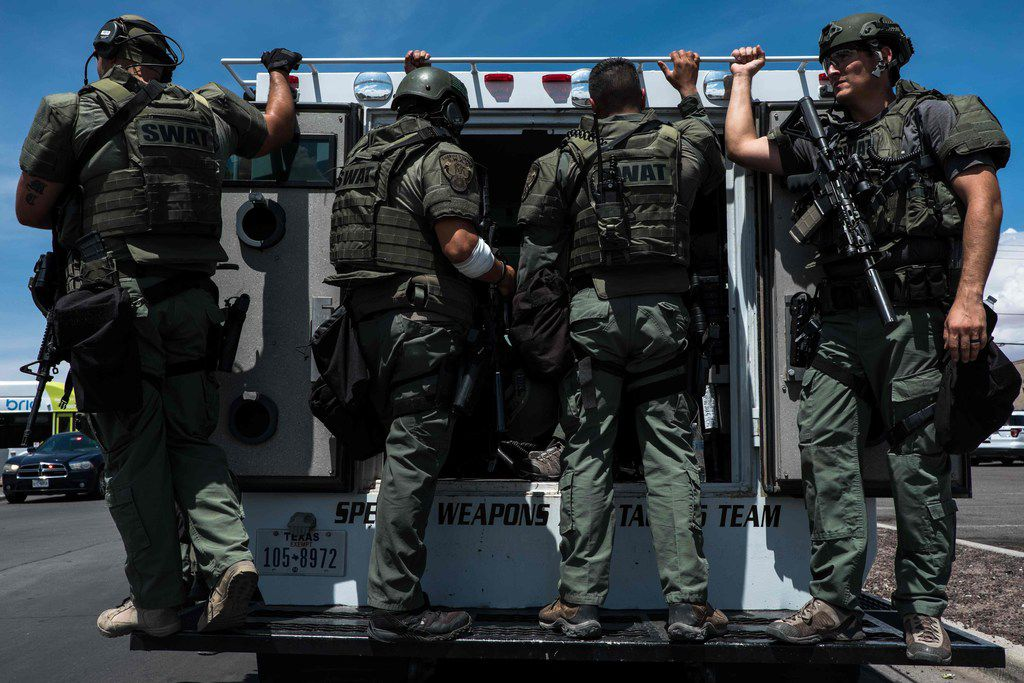 Law enforcement agents respond to an active shooter at a Wal-Mart near Cielo Vista Mall in El Paso, Texas, on August 3, 2019. - A gunman armed with an assault rifle killed 20 people Saturday when he opened fire on shoppers at a packed Walmart store in the latest mass shooting in the United States.