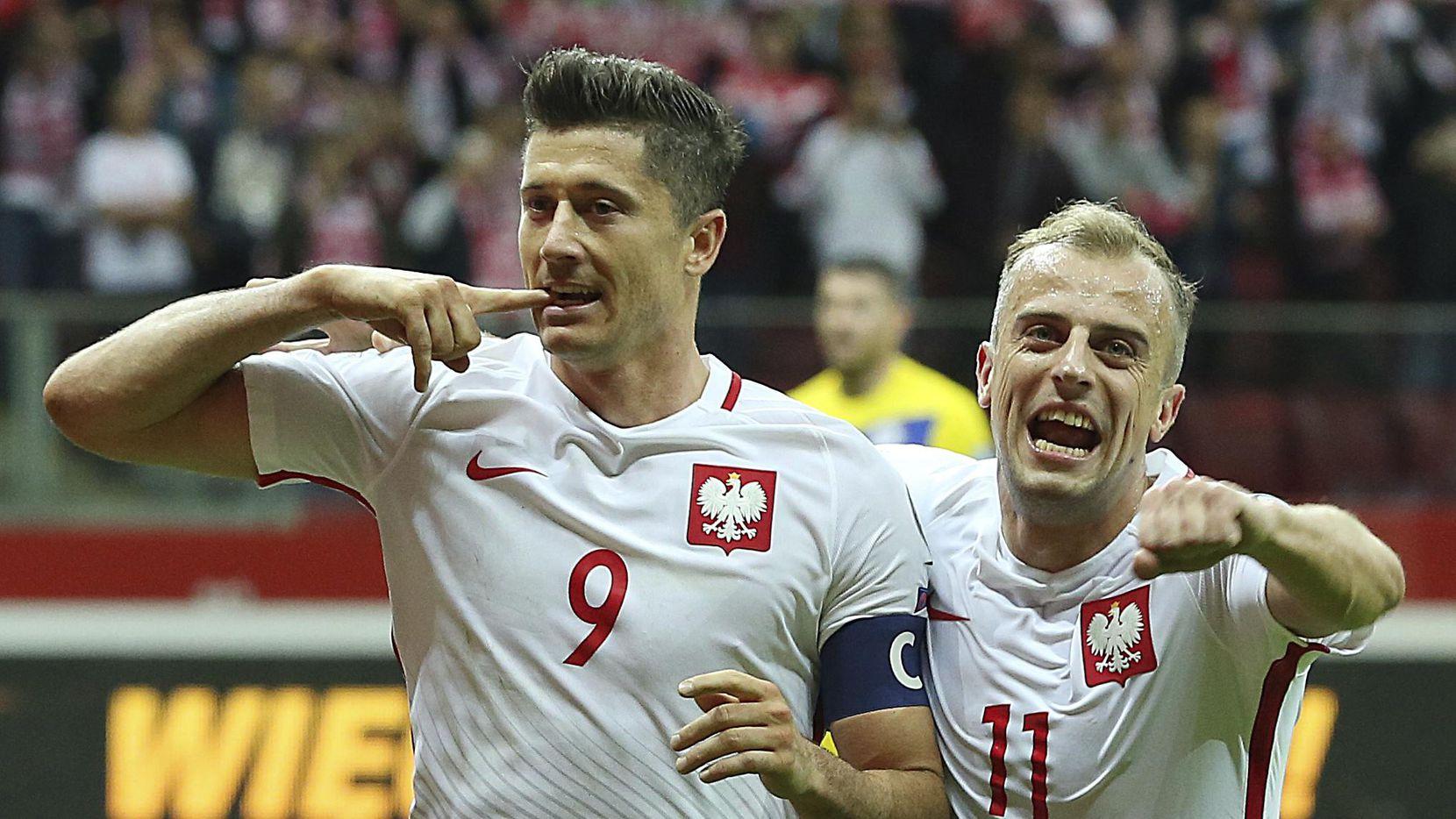 Robert Lewandowski (izq.) es una de las estrellas de la Selección de Polonia. (AP/Czarek Sokolowski)