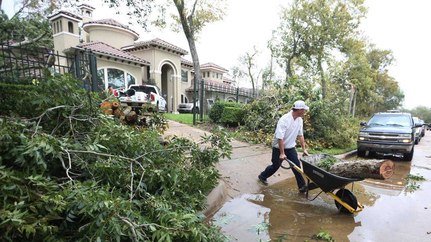 Los trabajadores de la construcción jugaron un rol crucial tras el Huracán Harvey. La mayoría son beneficiarios del TPS. Foto: AP
