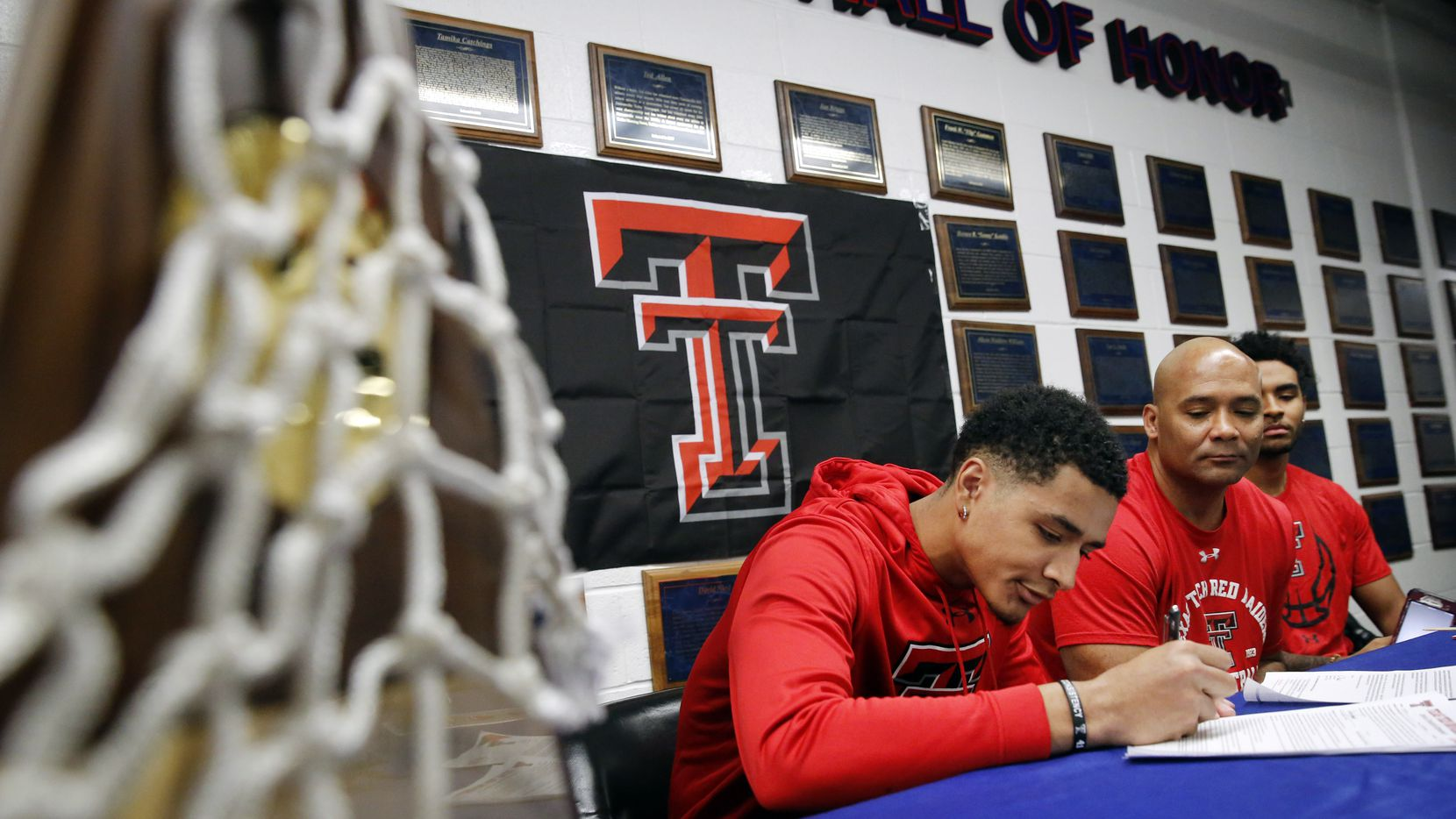 Alongside his father and head coach David Peavy (second from right), Duncanville boys basketball player Micah Peavy signed his national letter of intent to play for Texas Tech University, Wednesday, November 13, 2019. His older brother DJ Peavy (right) joined them at the table. (Tom Fox/The Dallas Morning News)
