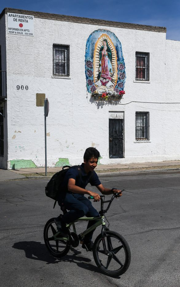 Schoolkids, many of whom live with their families on the Mexico side of the border, make their way home at the end of the school day in El Paso.