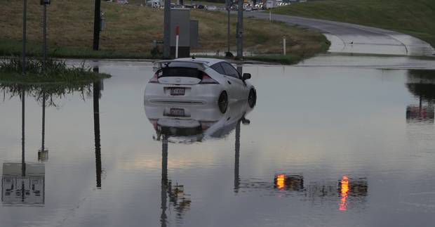 Miles de autos resultaron dañados por las recientes tormentas en Texas. (DMN/RON BASELICE)
