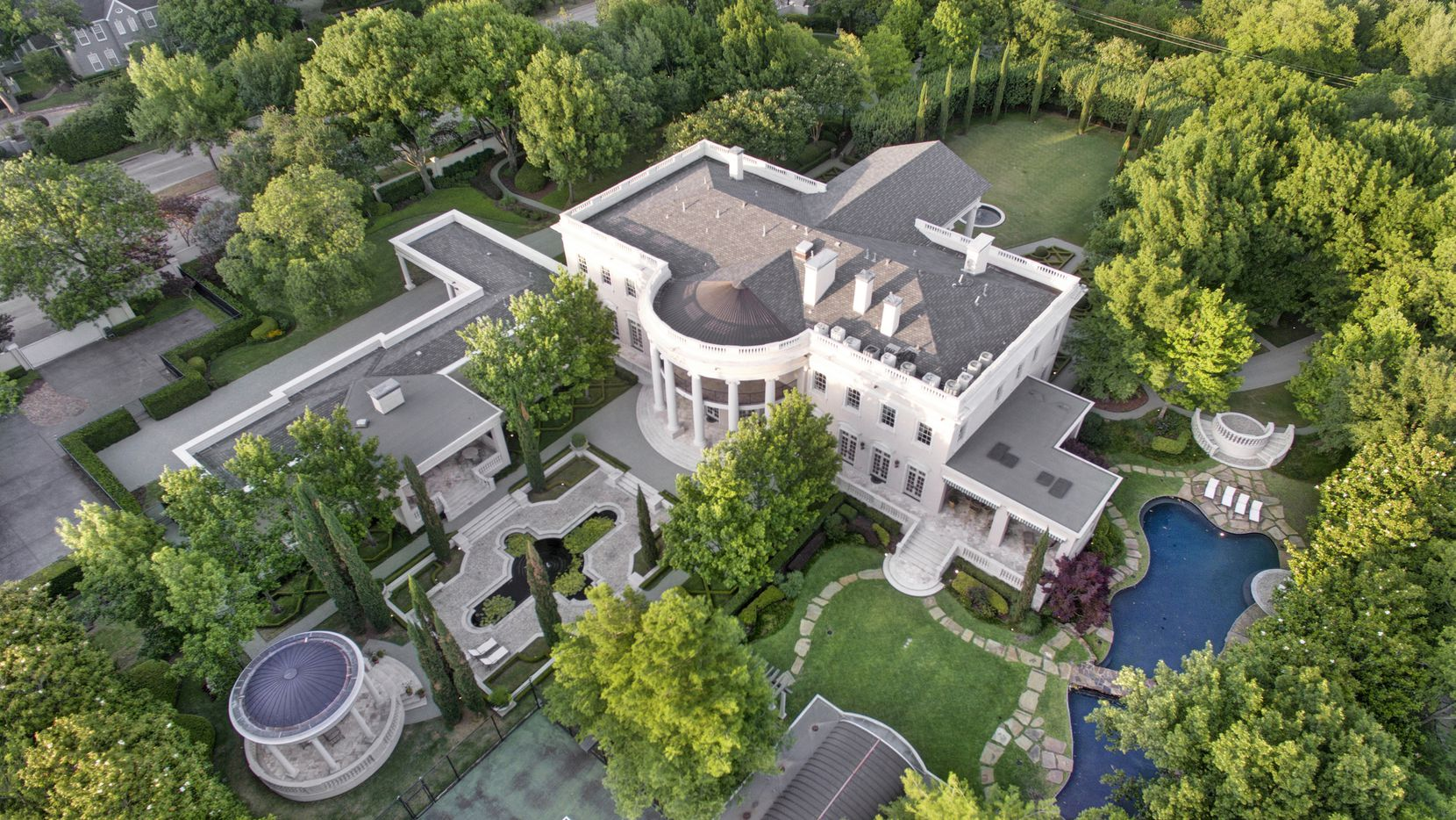 Called the White House of Dallas, the more than 16,000-square-foot Strait Lane home has nine bathrooms.Dave Perry-Miller Real Estate