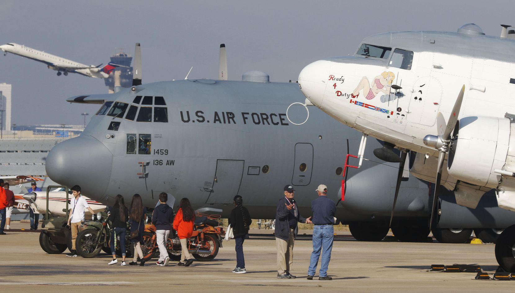 Estudiantes de varias preparatorias del Norte de Texas llegaron Aviation & Transportation Career Expo que tenía como objetivo presentarles opciones para estudiar carreras en el transporte aéreo. DAVID WOO/DMN
