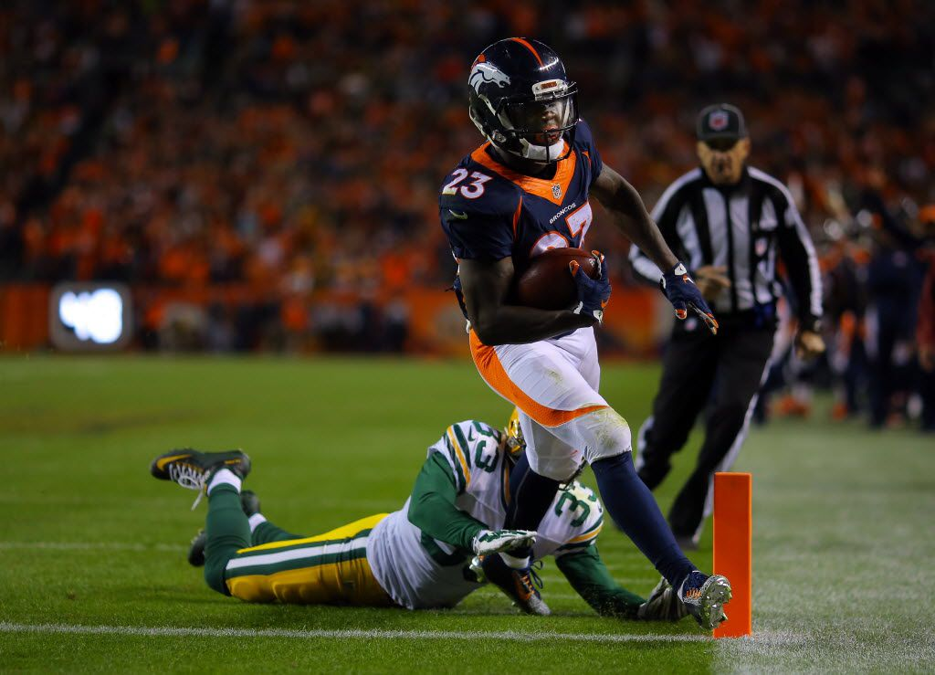 DENVER, CO - NOVEMBER 01:  Ronnie Hillman #23 of the Denver Broncos runs in a touchdown against Micah Hyde #33 of the Green Bay Packers in the second quarter at Sports Authority Field at Mile High on November 1, 2015 in Denver, Colorado.  (Photo by Justin Edmonds/Getty Images)
