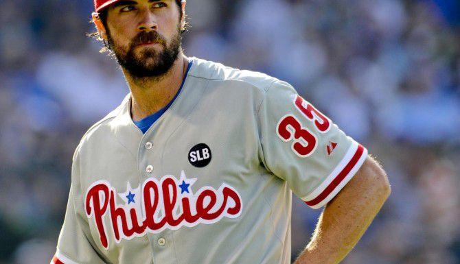 El expítcher de los Phillies Cole Hamels no permitió imparable a los Cubs de Chicago el sábado en el Wrigley Field. (AP/MATT MARTON)
