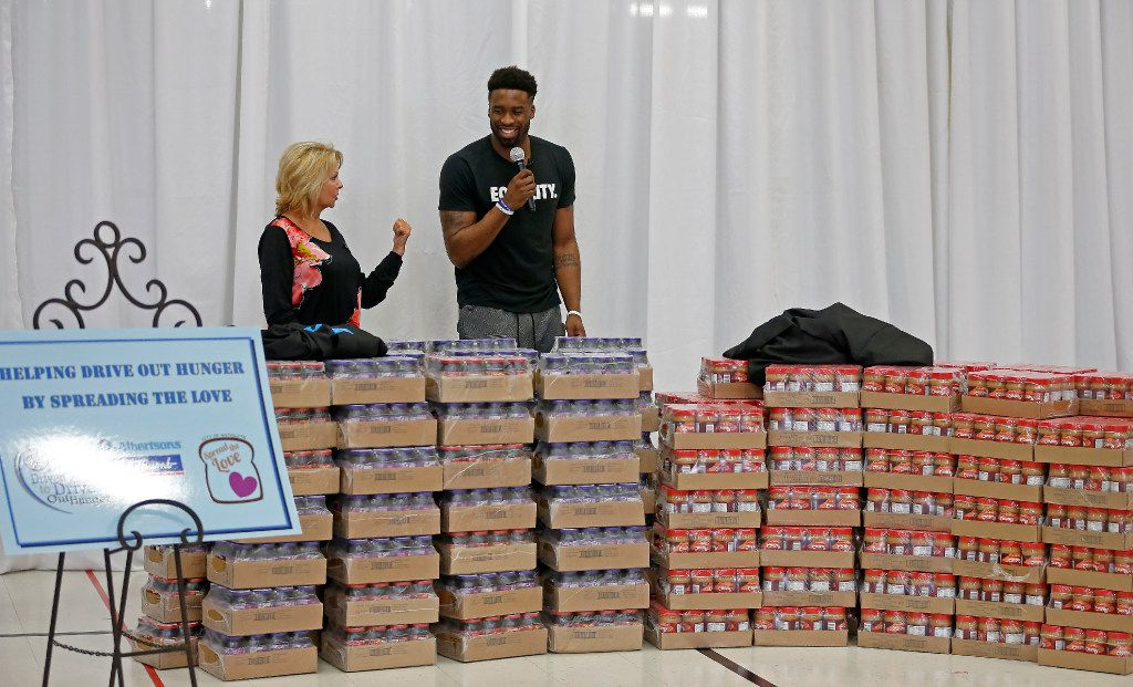Dallas Mavericks guard Wesley Matthews and his foundation partners donated enough peanut butter and jelly for 20,000 sandwiches for hungry children at a Spread the Love event Thursday with Carol Roberts of Albertsons at Florence Elementary School in Mesquite. (Jae S. Lee/Staff Photographer)