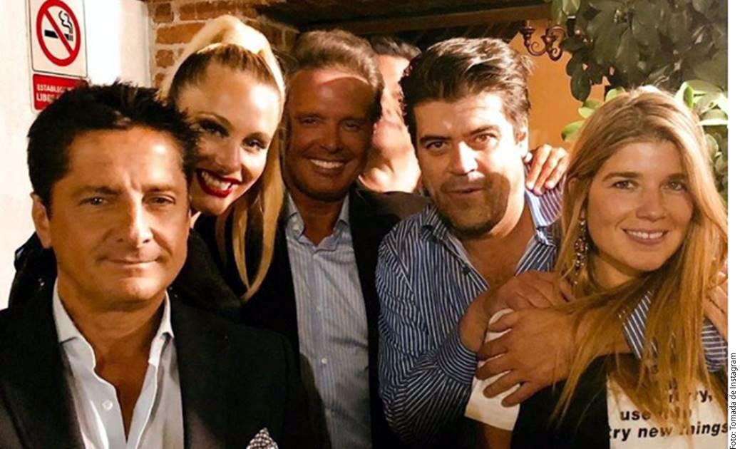 """Jorge """"El Burro"""" Van Rankin (segundo de der. a izq.) compartió una imagen en su cuenta de Instagram que después eliminó, en la que aparecía junto a Luis Miguel (centro) acompañado de su nuevo amor, su corista Mollie Gould./ AGENCIA REFORMA"""