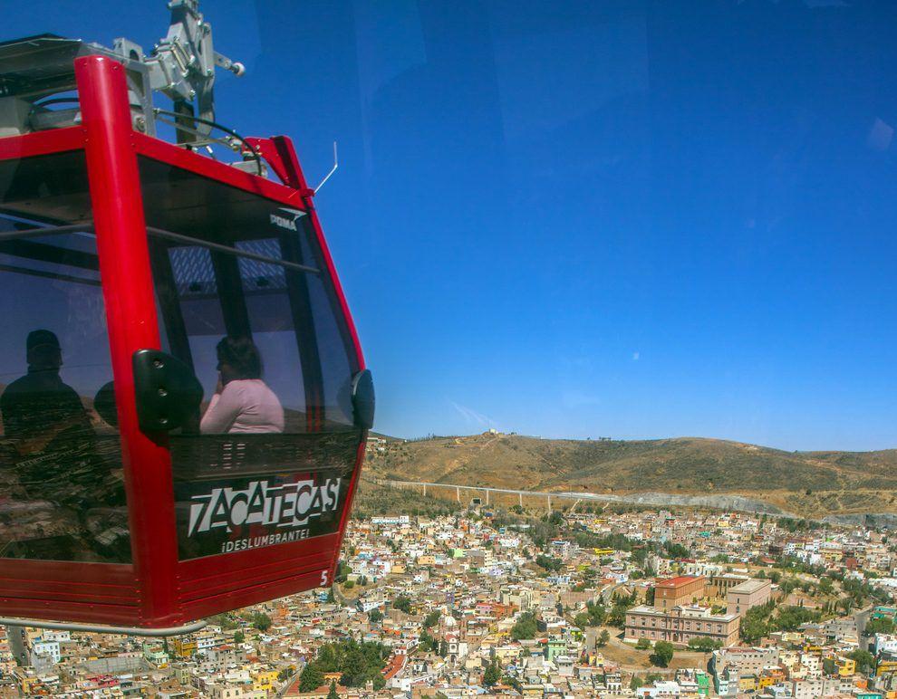 Un lugar indispensable para quien visita Zacatecas es abordar un teleférico que recorre 642 metros por encima del centro de la ciudad hasta llegar al Cerro de la Bufa. AGENCIA REFORMA