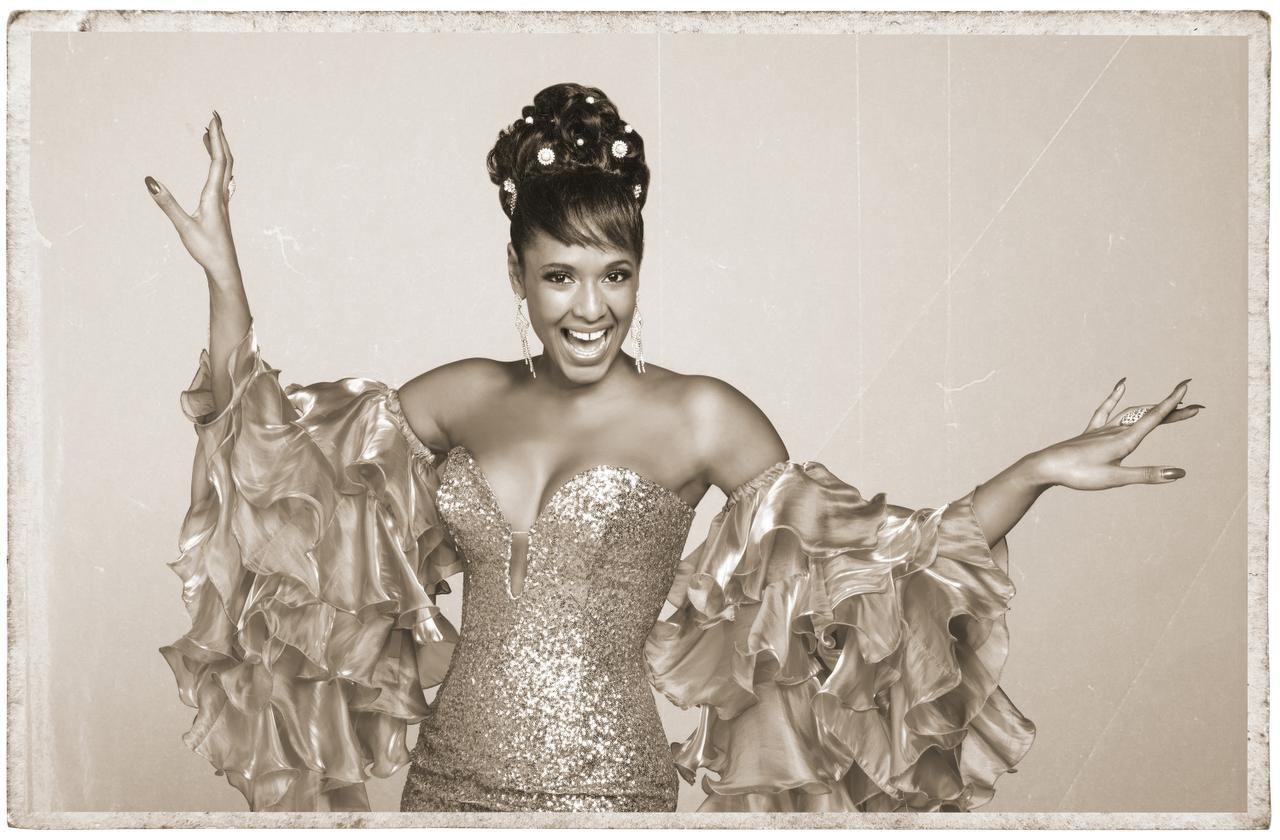 La cubana Aymée Nuviola cuidó mucho el 'look' de las pelucas de Celia Cruz para su intepretación.  ——-  La boricua Jeimy Osorio da vida a la Reina de la Salsa en la primera etapa de la serie. (TELEMUNDO  ——-  TELEMUNDO/CORTESÍA  ——-  FOTOS: CORTESÍA)