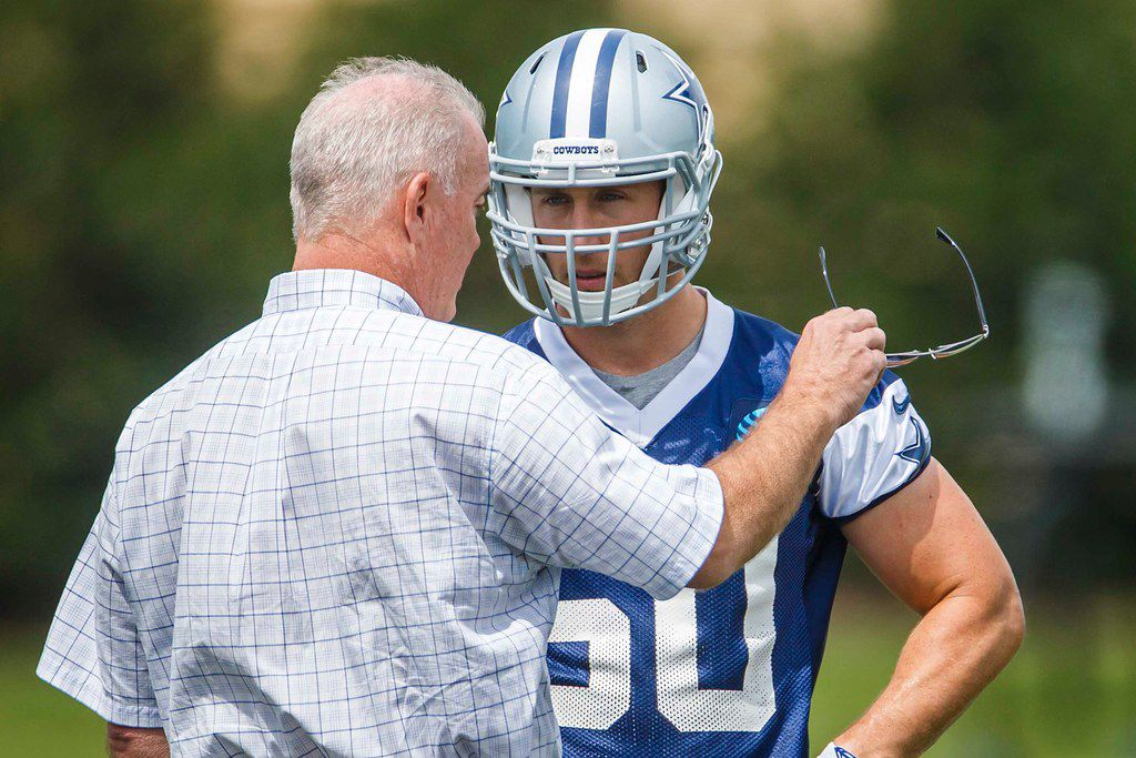 Dallas Cowboys linebacker Sean Lee (50) talks with executive vice president Stephen Jones during the team's minicamp at The Star on Wednesday, June 13, 2018, in Frisco. (Smiley N. Pool/The Dallas Morning News)
