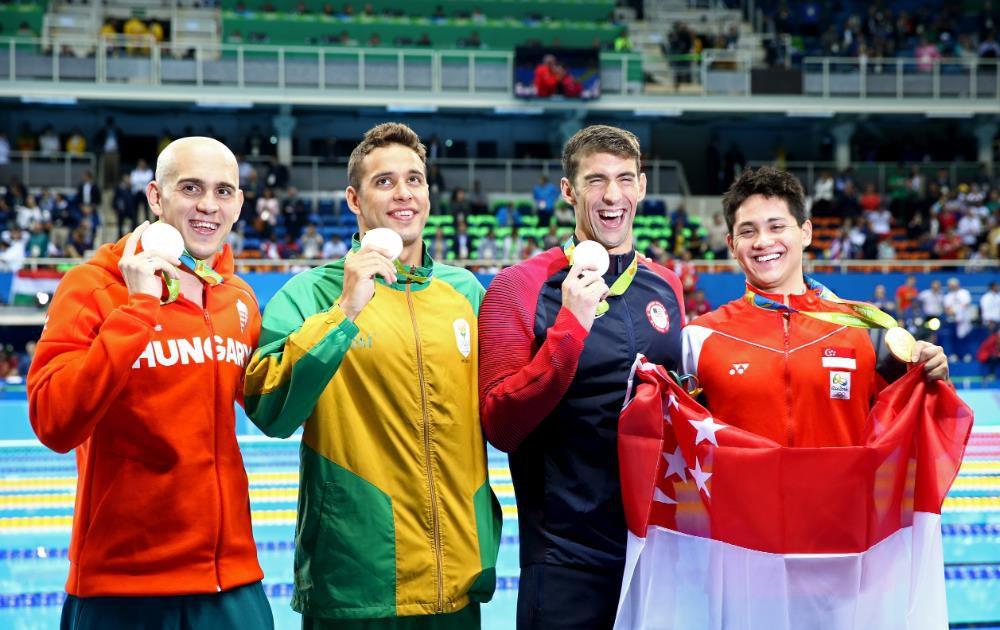 Juntos ganadores de la plata, Michael Phelps, Chad Guy Bertrand le Clos de Sudáfrica, Laszlo Cseh de Hungría y el ganador del oro en 100m mariposa Joseph Schooling de Singapur (Foto: Al Bello/Getty Images)