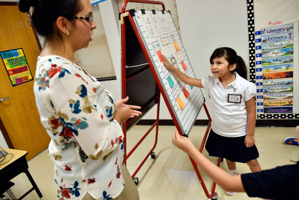 First-grade teacher Annette Hinojosa worked with student Zoe Avalos during a class activity on the first day of school at Arturo Salazar Elementary school in Dallas on Aug. 28, 2017.