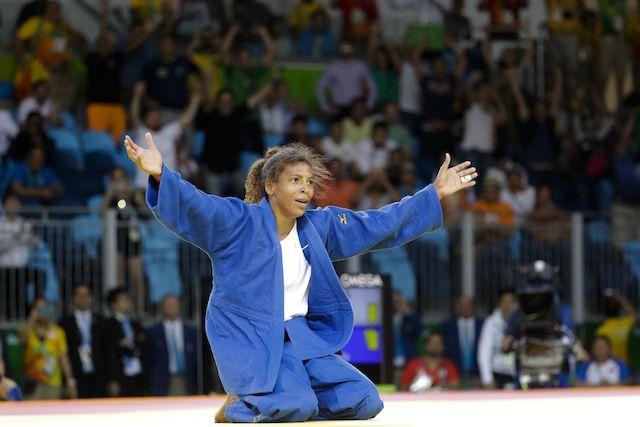 Rafaela Silva, quien creció en la favela Ciudad de Dios, ganó la primera medalla de oro para Brasil en estos Juegos Olímpicos.