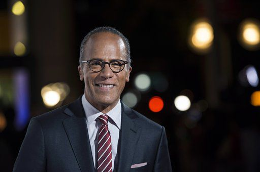 Lester Holt es el conductor del noticiario Nightly News de  NBC ./AP